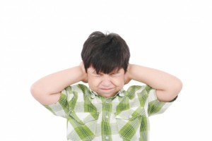 Boy_closing_eyes_and_ears